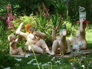 Schräge Figuren beleben diesen Künstlergarten bei Jena.