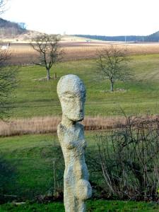 Weiter Blick in die Landschaft im Künstlergarten bei Jena.