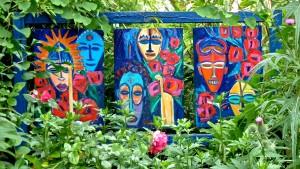 Wetterfeste Kunstwerke in einem Künstlergarten in Paderborn.