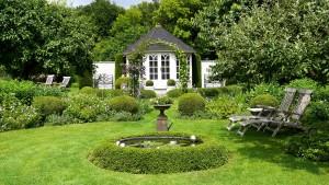 Runde Formen und akkurate Schnitte zeichnen diesen Garten in Niedersachsen aus.